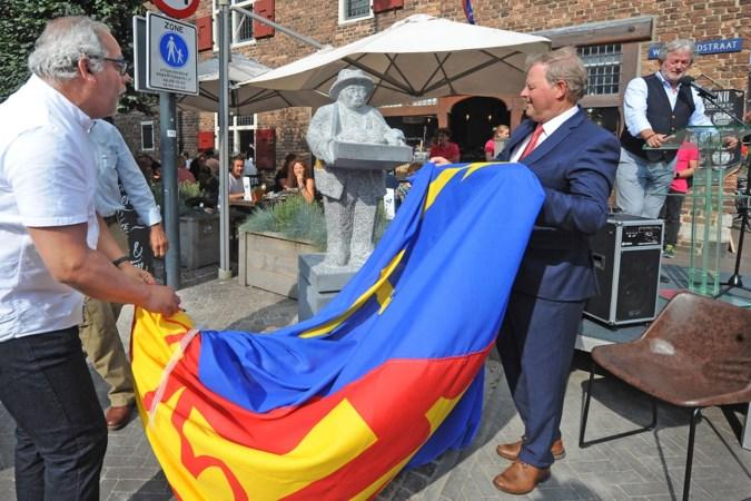 Venlose stadsfiguur Pinda Wullem staat na diefstal weer op zijn sokkel: 'Deze haal je niet zomaar weg'