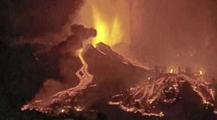 Vulkaan barst uit op Canarische Eilanden, lava dringt huizen binnen