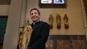 Ernstig zieke pastoor leidt 'gewoon' missen: 'Mijn parochianen zijn belangrijker dan ik'