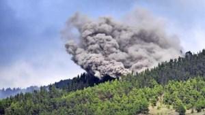 Nederlandse vakantiegangers moeten vluchten voor lava op La Palma: 'Het is een zooitje'