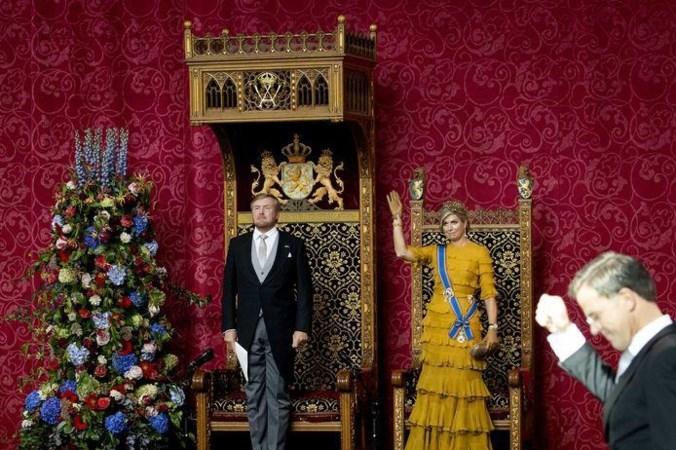 Koning Willem-Alexander zit op een in Roermond gemaakte troon: 'Het is geen zetel waarin je lekker achteroverleunt'