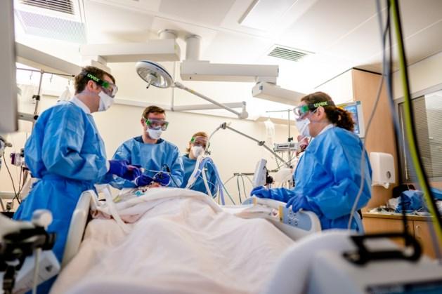 Aantal coronapatiënten in ziekenhuizen heel licht gestegen