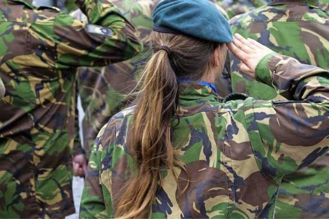 Vrouwenquotum militairen wekt ergernis: 'Wat moeten we met die wijven?'