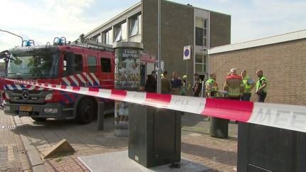 Video: Straat afgezet na aantreffen 'gevaarlijke' stoffen bij politie-inval Blerick