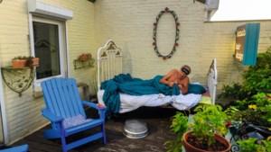 Jacques uit Borgharen slaapt het liefst buiten: 'Alleen jammer dat het bed zo gauw roest'