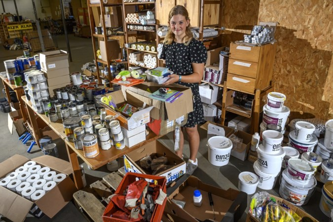 Evi (13) ging met voedselpakketten naar Valkenburg: 'Mensen huilden van blijdschap, ze konden niet bevatten dat een kind zoiets doet'
