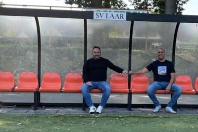 Kameraden Gionni Peluso en Rachid Karidi strijden in Laar: 'Een kop koffie in de vrije tijd, maar op het veld gaat het om de punten'