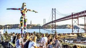 Onze jeugd massaal naar Lissabon: mooi leven of hongerloon?