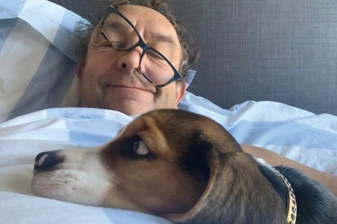 Acteur Jon van Eerd uit Maastricht: 'Onze puppy Luc is voor mijn man en mij een lichtpunt in coronatijd'