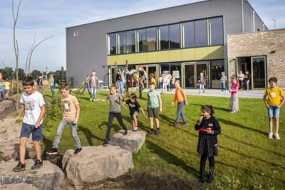 Moderne school voor Tienray en Swolgen, maar wél met ouderwetse schoolbel