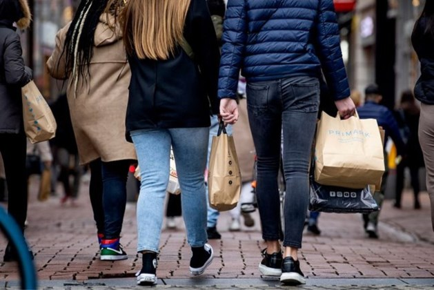 Consumptie voor het eerst weer boven niveau van voor coronacrisis, consument voelt stijgende prijzen