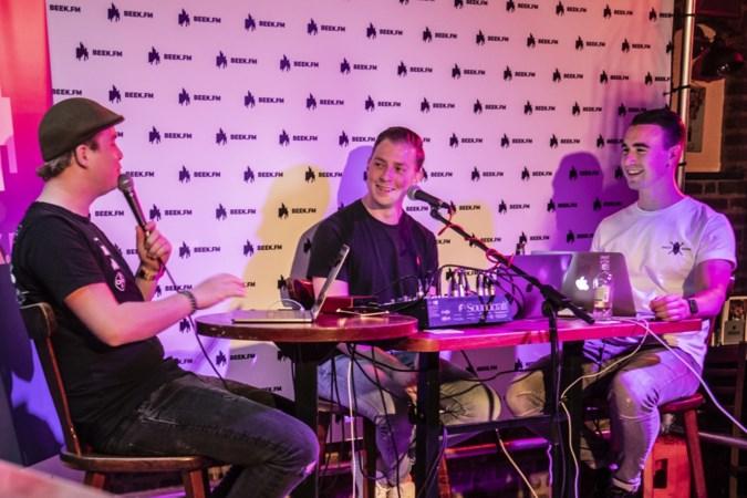 Broelof van Burgemeister Janssen doneert geld aan Beek FM