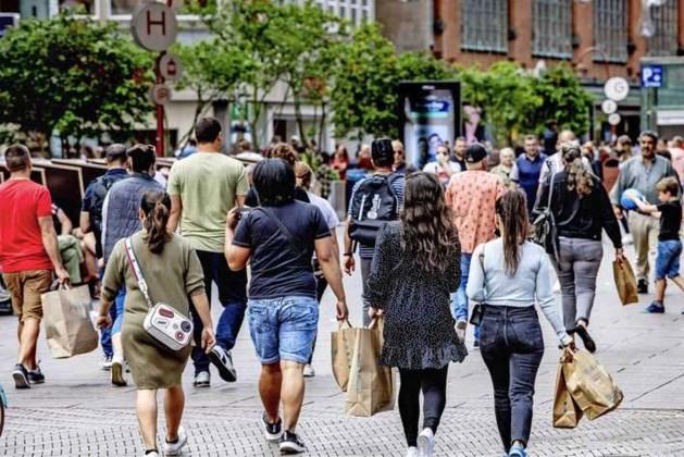'Veel consumenten nog huivering om naar winkelstraten in grote steden te gaan'