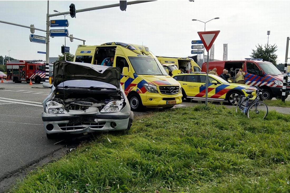 Ouders gewond bij ongeluk in Roermond, kinderen ongedeerd - De Limburger