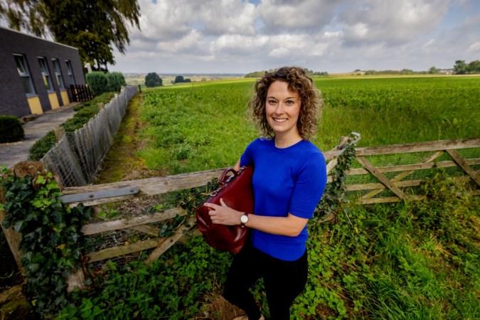 Dorpsdokter Vera Debets keerde terug uit hectiek van de stad en voelt zich 'thuis' in de plattelandspraktijk in Mheer