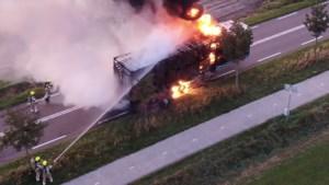 Vrachtwagen verwoest door brand in Weert