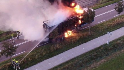 Video: Vrachtwagen verwoest door brand in Weert