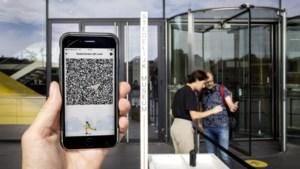 Hoe kom je aan een coronapas zonder smartphone of printer?