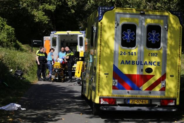 Wielrenners na ernstige valpartij bij afdaling naar ziekenhuis afgevoerd