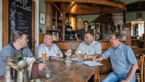 De Sjwenskes uit Sweikhuizen hebben al maanden carnaval in de bol