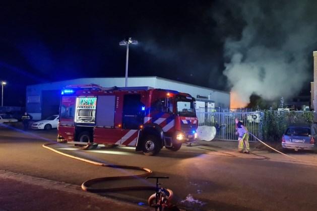 Auto vat vlam bij garagebedrijf in Landgraaf