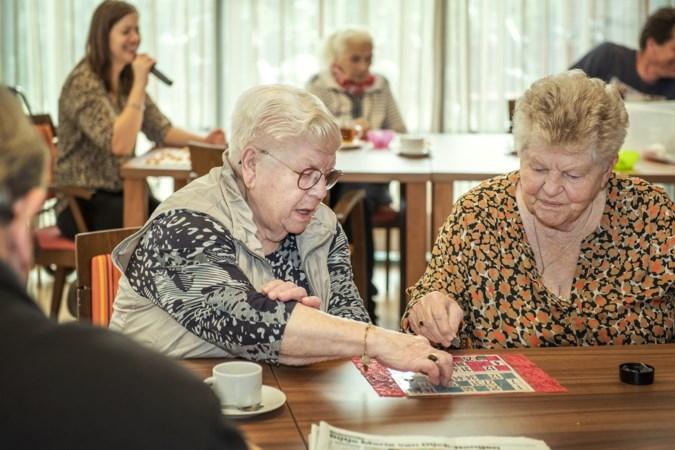 Vrijwilligster Marie (85) speelt op de dagopvang spelletjes met jonkies van zestig