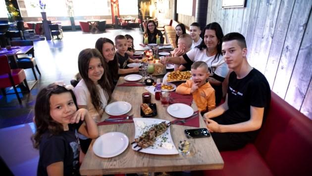 Aan tafel met elf kinderen: hoe zorg je dat ze gezond eten?
