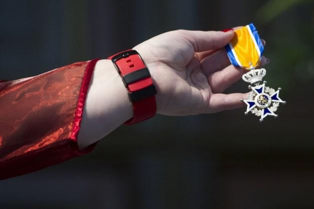 Atletiektrainer en vrijwilliger bij IVN Frans Pepels uit Elsloo krijgt lintje