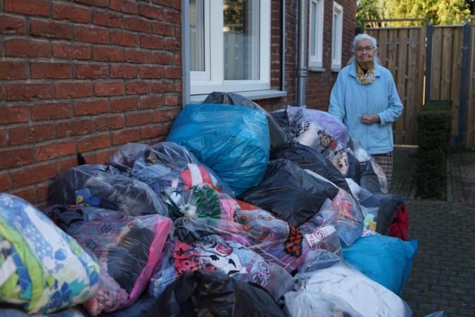 Mia Corten (87) uit Guttecoven stopt na 25 jaar met inzamelen van kleding voor goed doel: 'Serre en blokhut waren niet toereikend'