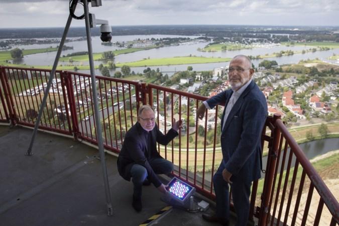 Roermond krijgt kleur: televisietoren op speciale dagen verlicht