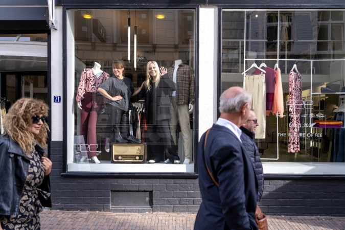 Na ruim een decennium ondernemen dragen Chrissy en Angela hun modehuis in Sittard met een gerust hart over: 'Het is tijd voor een frisse wind'