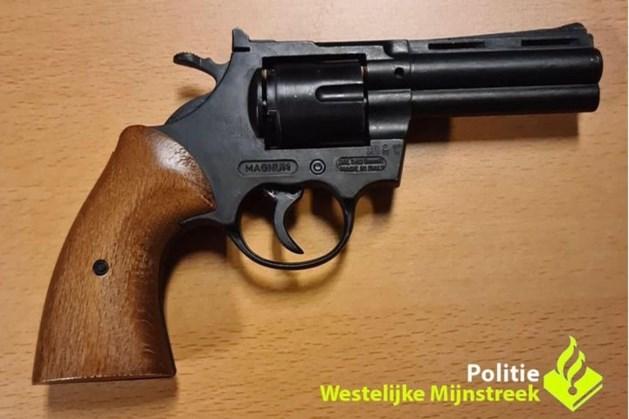 Tiener met pistool aangehouden op station in Sittard