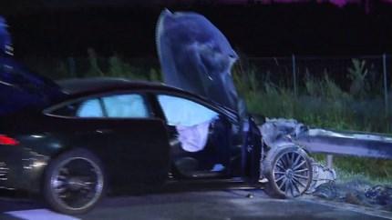 Video: Auto brandt uit op A67; meerdere gewonden en gevluchte personen