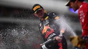 Verstappen overleeft 'Mercedes-circuits' en motorwissel en heeft streepje voor in titelstrijd