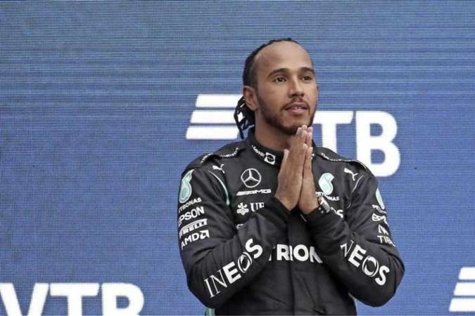 Britse media loven 'verbluffende prestatie' Lewis Hamilton na historische zege