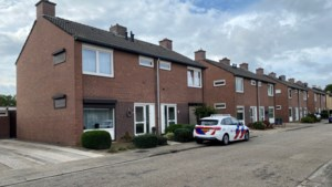 Dode in huis Grevenbicht is bewoonster (73), verdachte meldt zich bij politie