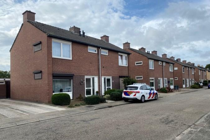 Dode in huis Grevenbicht is 73-jarige bewoonster, verdachte meldt zich bij politie: 'Ze nam haar hondje altijd mee in de kinderwagen'
