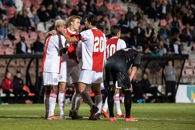 MVV na gemiste strafschop ten onder tegen Jong Ajax