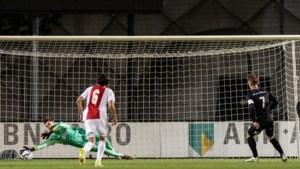Gemiste strafschop MVV'er Blummel is gemiste kans op een resultaat bij Jong Ajax
