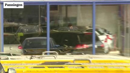 FIOD-inval bij autobedrijf en appartement: panden en dure auto's in beslag genomen