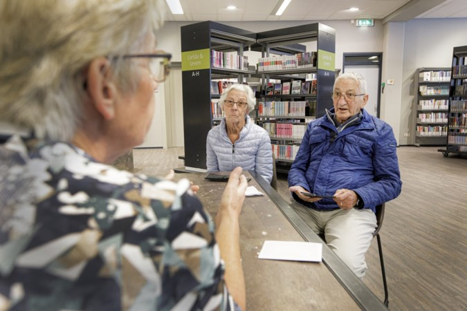 Ouderen melden zich in tranen bij bibliotheken vanwege corona-app: 'Ik word hier doodnerveus van'