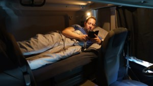 Zo slaapt een vrachtwagenchauffeur: Maikel uit Oirsbeek leeft vier dagen per week in zijn cabine
