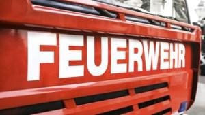 Dubbel drama in Duitsland: hoogbejaarde komt om bij brand, brandweermannen zwaargewond door ongeluk bij spoedrit