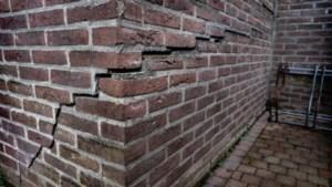Bewoners verzakte huizen Heer praten met wethouder Krabbendam
