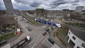 Spoorwegovergang Duitse Poort in Maastricht blijft voorlopig in gebruik: besluit over sluiting jaar uitgesteld