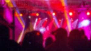 Meezingen tijdens concert met popklassiekers in Heythuysen