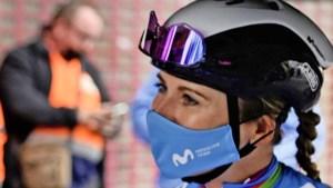 Drama voor Van Vleuten: gebroken bekken en schouder na val in Parijs-Roubaix