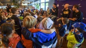 Kinderen bevragen Tom Dumoulin: 'Hoeveel knuffels heb jij?'