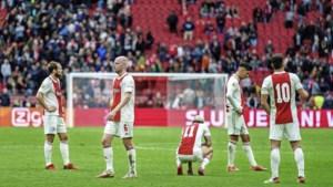 Ajax dondert keihard van roze wolk af