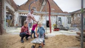 Emile en Mieke kunnen vervallen boerderij eindelijk verbouwen tot droomhuis